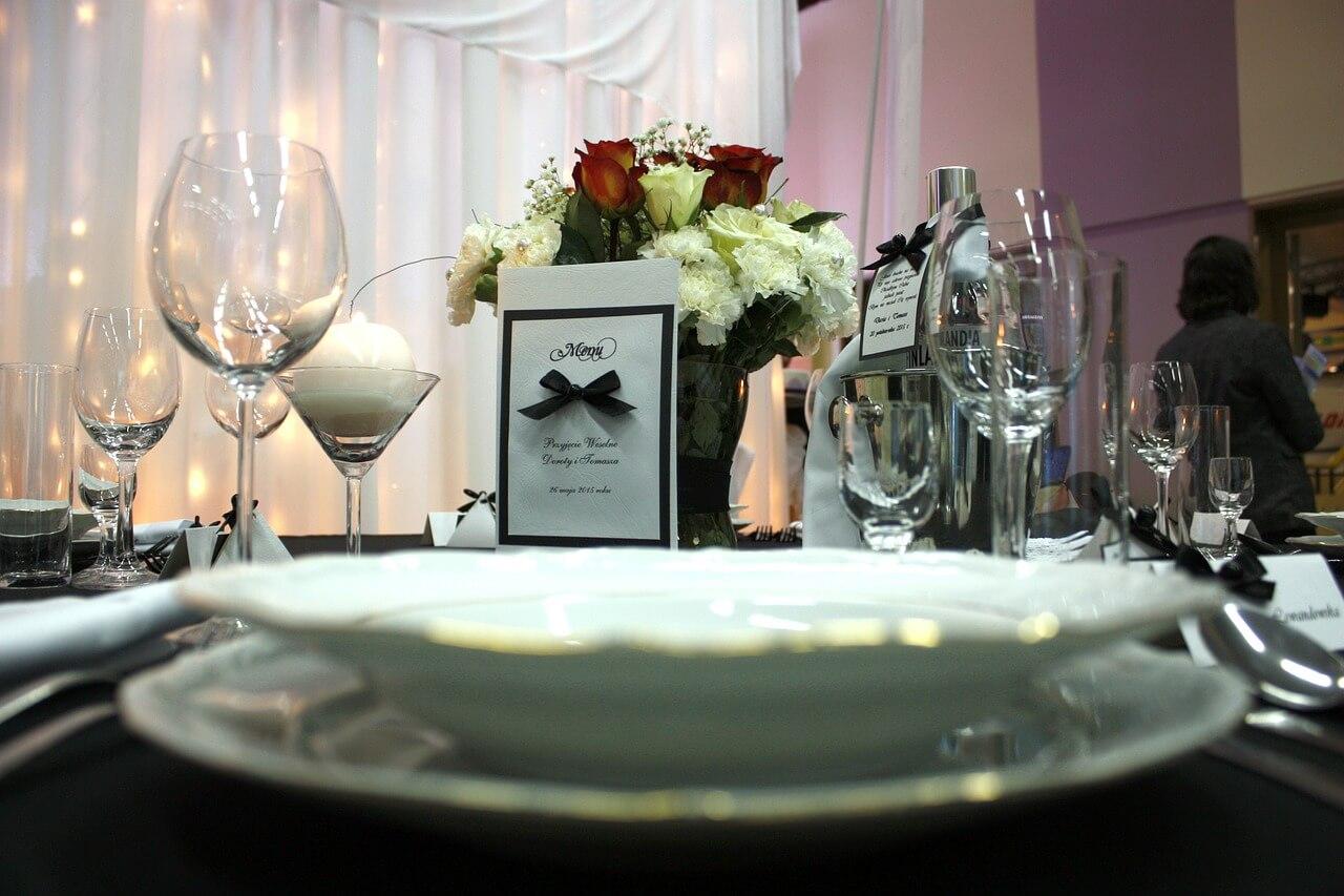Przygotowanie nakrycia stołowego na specjalne okazje