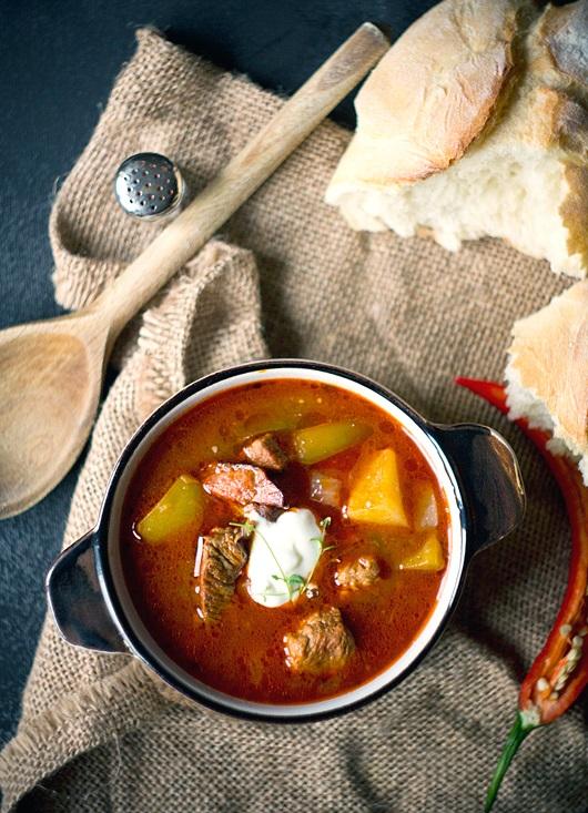 Czym jest zupa gulaszowa?