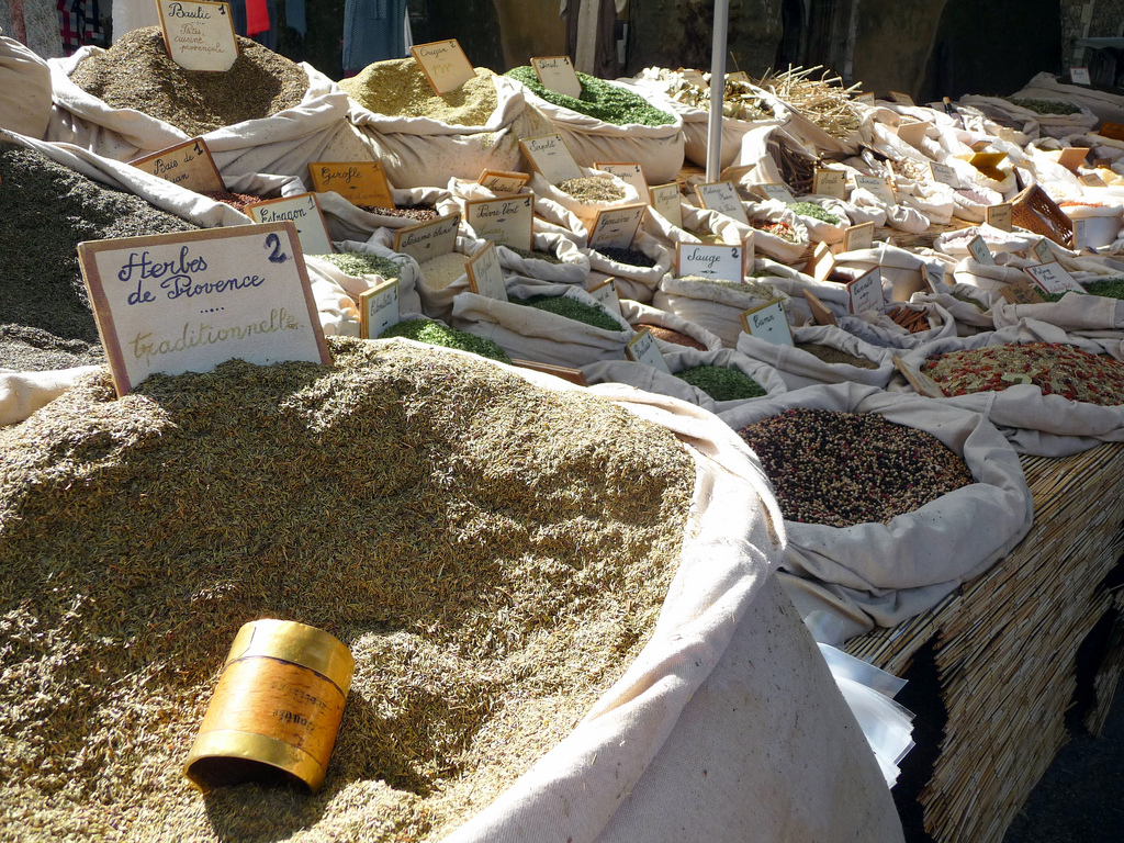 Uprawa i suszenie ziół a pyszne potrawy